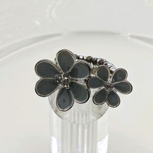 ✨3 for 25✨Gray Daisy Flower Silver Stretch Ring